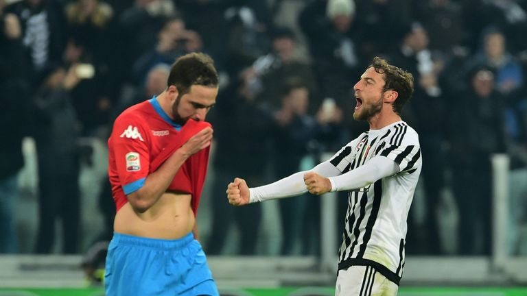 Juventus' midfielder from Italy Claudio Marchisio (R) celebrates in front of Napoli's forward from Argentina Gonzalo Higuain