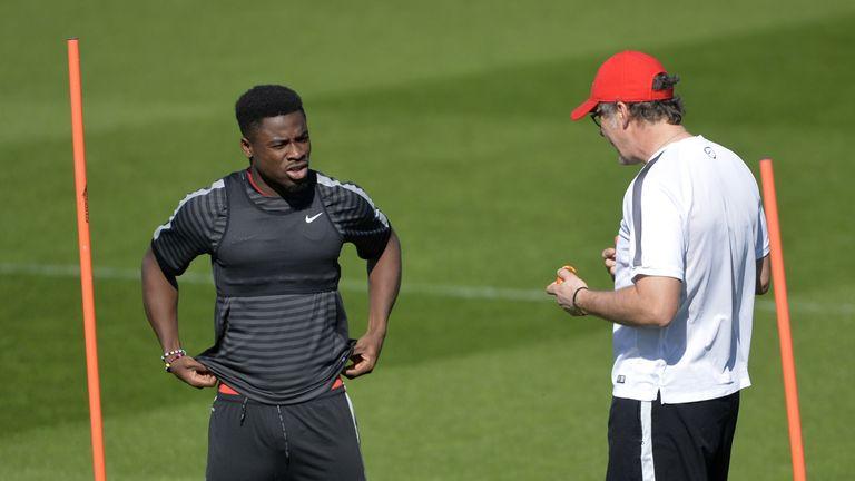 PSG coach Laurent Blanc talks to defender Serge Aurier