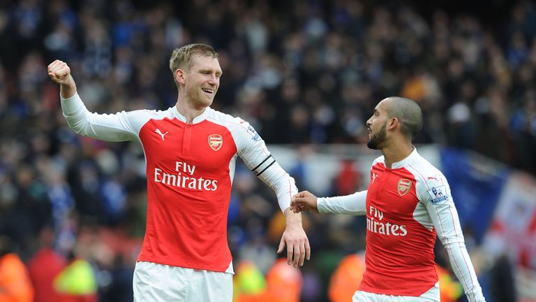 LONDON, ENGLAND - FEBRUARY 14:  Per Mertesacker and Theo Walcott of Arsenal celebrates after the Barclays Premier League