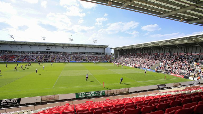 Neil Jukes has been promoted to the position of head coach at Leigh
