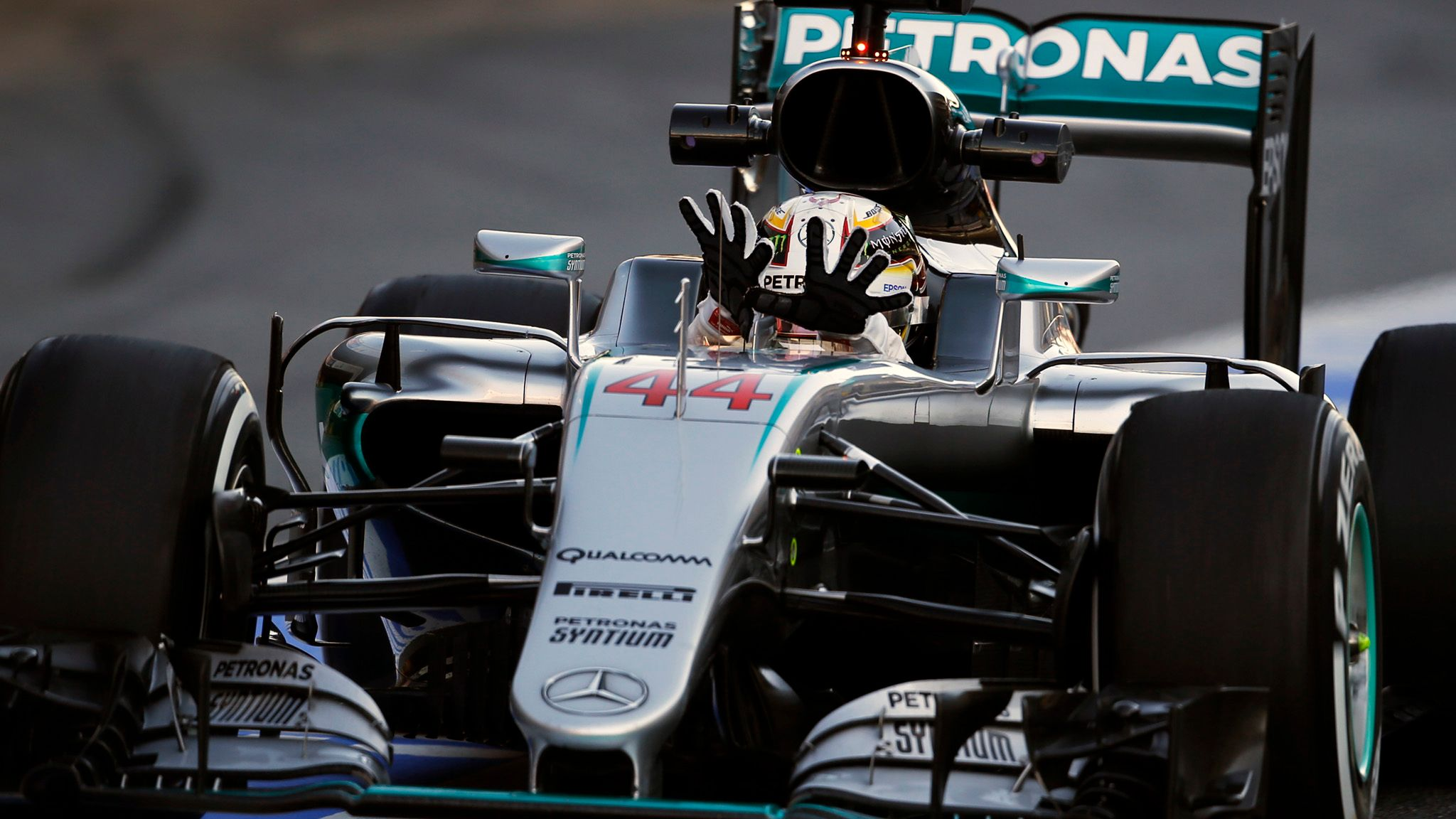 Lewis Hamilton would remove 'worst looking' F1 halo design | F1 News