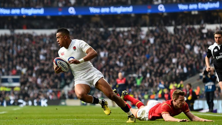 Anthony Watson evades a tackle from Liam Williams to score