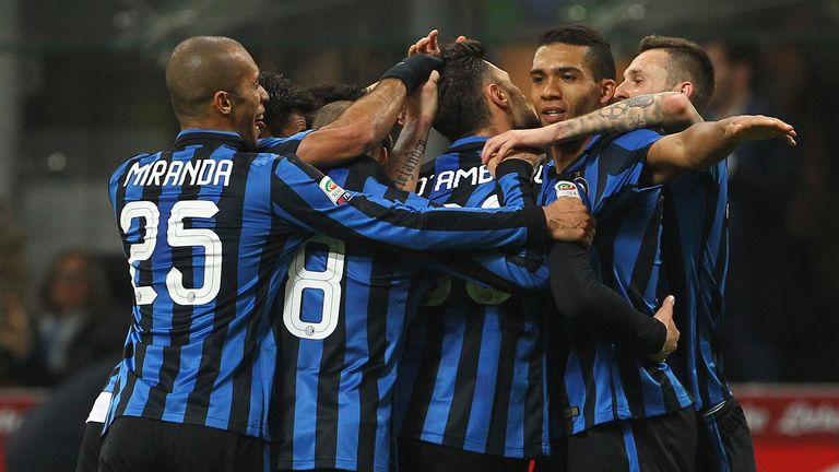 Inter Milan celebrate Danilo D'Ambrosio's goal against Bologna
