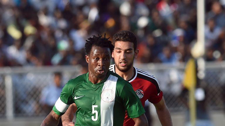 Egypt's forward Ahmed Hassan Koka (R) vies with Nigeria's midfielder Efe Ambrose