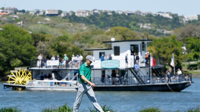 The world No 1 will end the group in top spot if he defeats Justin Thomas