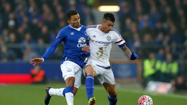 Kenedy of Chelsea and Aaron Lennon of Everton compete for the ball