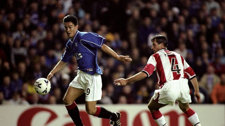 20 Oct 1999:  Michael Mols of Rangers beats Ernest Faber of PSV Eindhoven in the UEFA Champions League Group F match at Ibrox in Glasgow. Rangers won 4-1.