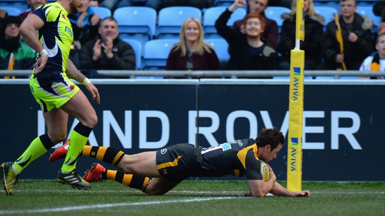 Rob Miller crosses for a try that handed Wasps a 12-0 lead after seven minutes