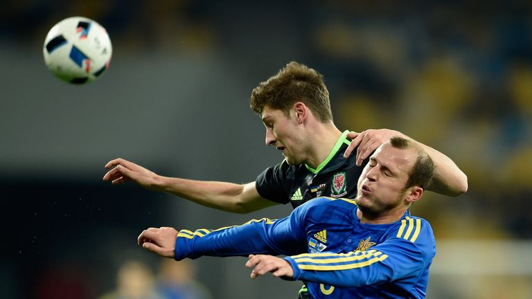 Roman Zozulya and Ben Davies battle for the ball