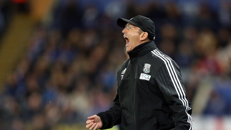 Manager Tony Pulis during the Premier League match between Leicester City and West Bromwich Albion at the King Power Stadium