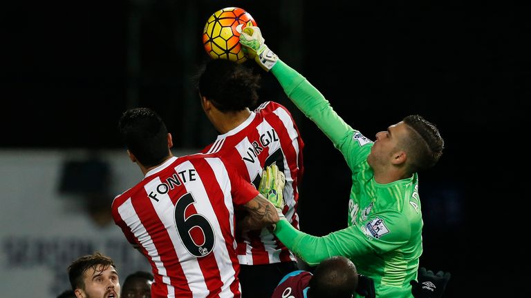Adrian (R) punches the ball ahead of Southampton's Dutch defender Virgil van Dijk and Southampton's Portuguese defender Jose Fonte
