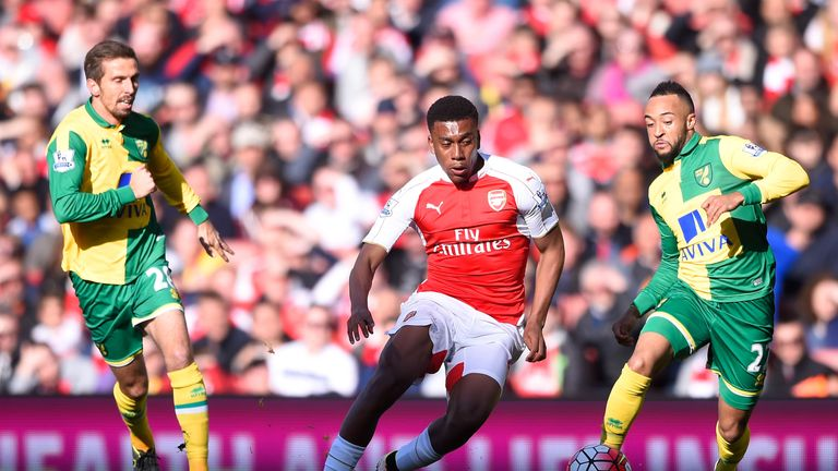 Alex Iwobi (C) of Arsenal competes for the ball against Gary O'Neil (L)  and Nathan Redmond (R) of Norwich City, Premier League