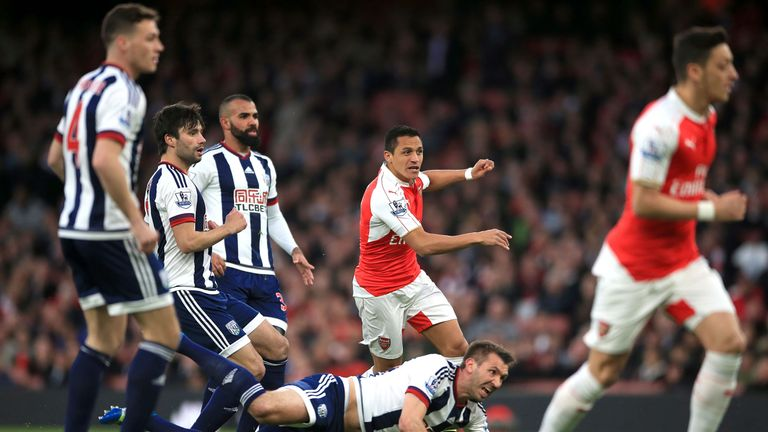 Alexis Sanchez gives Arsenal an early lead