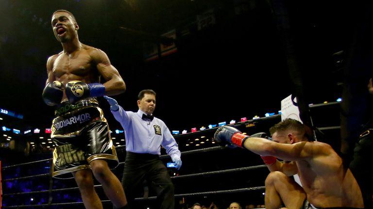 Errol Spence Jr. knocks out Chris Algieri