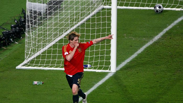 VIENNA, AUSTRIA - JUNE 29:  Fernando Torres of Spain celebrates after scoring the opening goal for his team