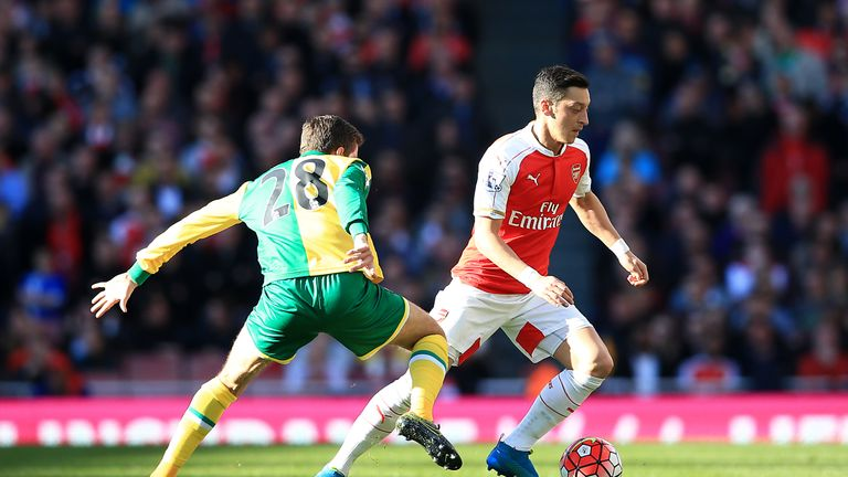 Norwich City's Gary O'Neil and Arsenal's Mesut Ozil battle for the ball