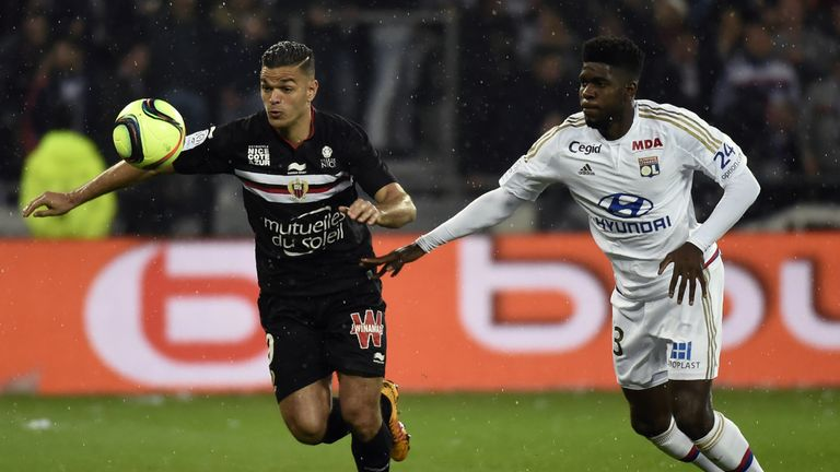 Nice's French forward Hatem Ben Arfa (L) vies with Lyon's French Cameroonian defender Samuel Umtiti (R) during