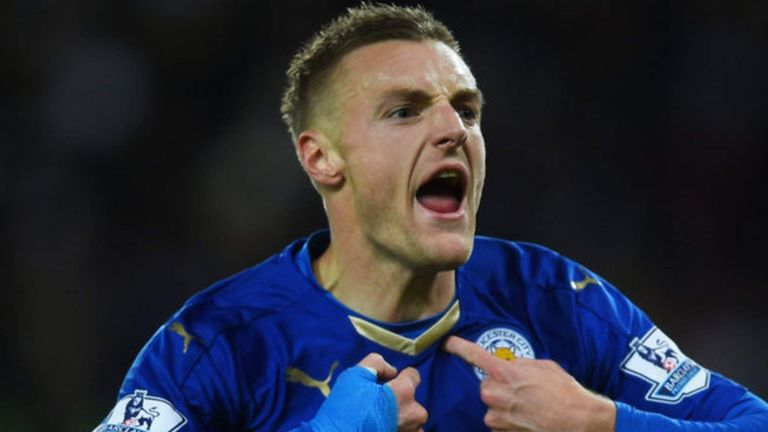 Jamie Vardy signs new contract with Leicester City