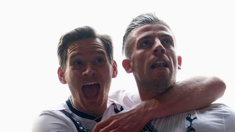 Jan Vertonghen (L) is expected to be fit enough to partner Toby Alderweireld (R) against Everton
