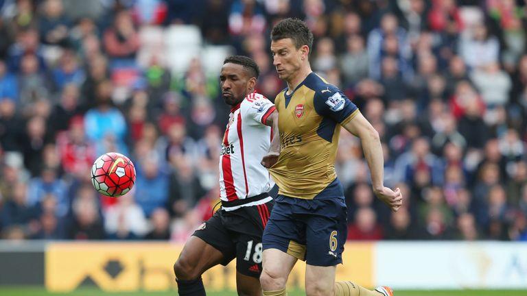 Laurent Koscielny of Arsenal battles Sunderland's Jermain Defoe for the ball