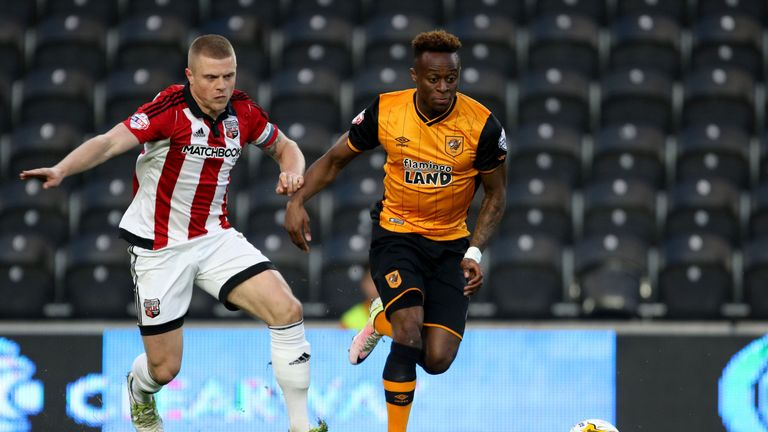 Moses Odubajo gets away from Jake Bidwell at the KC Stadium.