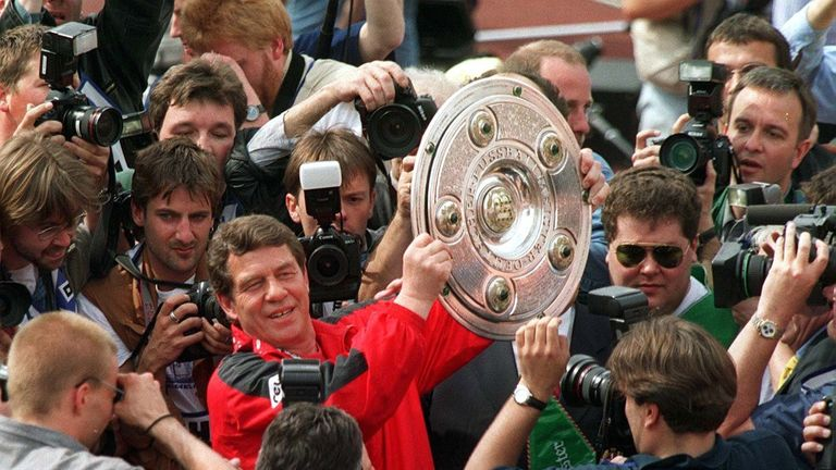 Otto Rehhagel collects the Bundesliga title after Kaiserslautern's victory