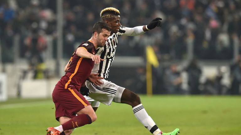 Paul Pogba (R) of Juventus competes with Miralem Pjanic of Roma