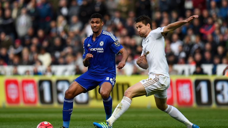 Ruben Loftus-Cheek  and Federico Fernandez compete for the ball