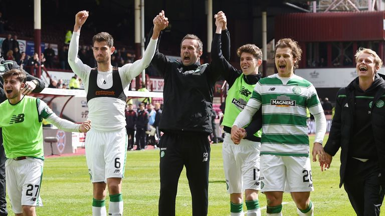 Ronny Deila (centre) celebrates with his Celtic players after the win over Hearts