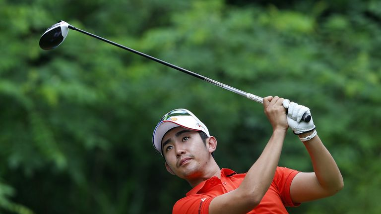 Soomin Lee led by five shots until suffering a double-bogey towards the end of round three