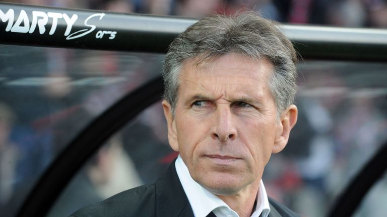 Nice's French head coach Claude Puel looka on during the French Ligue 1 football match Guingamp against Nice on May 14, 2016 at the Roudourou stadium in Gu