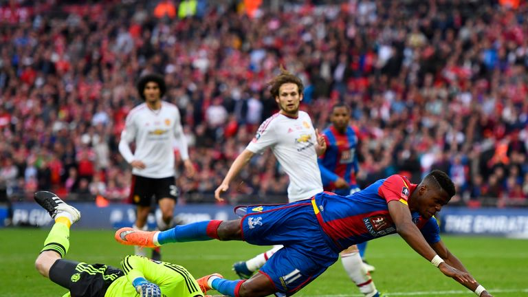 LONDON, ENGLAND - MAY 21:  David De Gea of Manchester United foils Wilfried Zaha of Crystal Palace during The Emirates FA Cup Final match between Mancheste