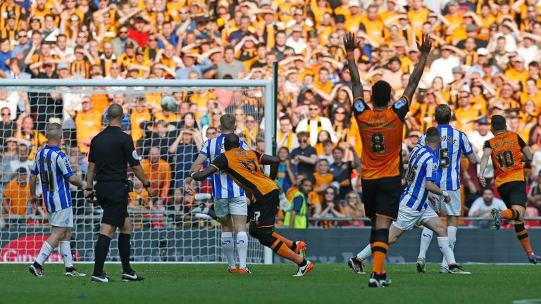 Hull City's French-born Senegalese midfielder Mohamed Diame (C) scores the opening goal during the English Championship play-off final