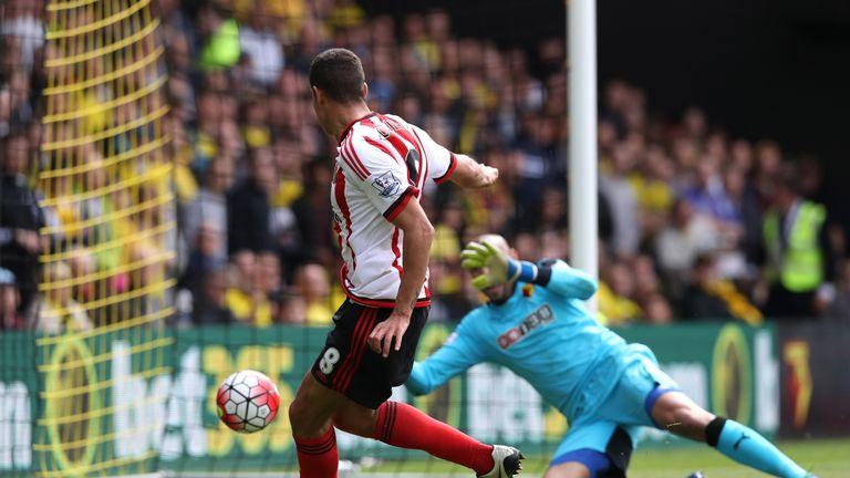 Jack Rodwell of Sunderland scores against Watford