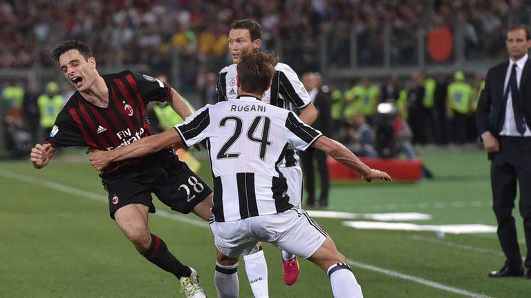 d5ee973b0 AC Milan's Giacomo Bonaventura (L) vies with Juventus' Daniele Rugani