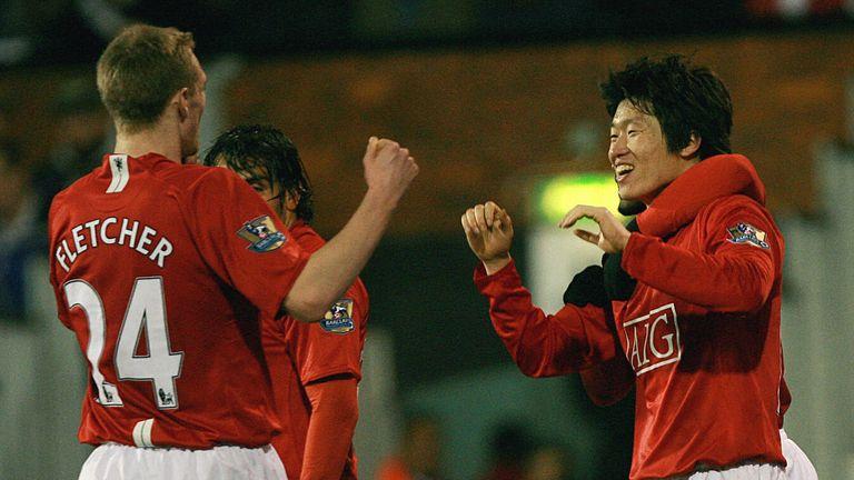 Manchester United's player South Korean player Ji-sung Park (R) celebrates with team mate Scottish player Darren Fletcher (L)