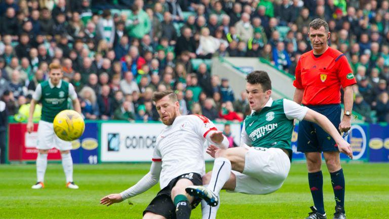 Hibernian's John McGinn (centre) scores his side's first goal against Raith Rovers