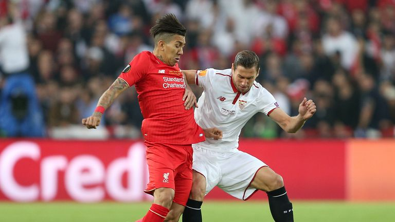 Roberto Firmino is put under pressure by Grzegorz Krychowiak