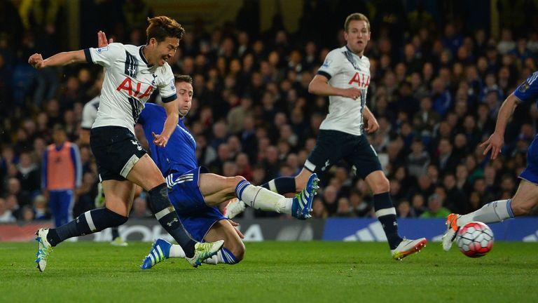 Tottenham Hotspur's South Korean striker Son Heung-Min (L) scores their second goal during