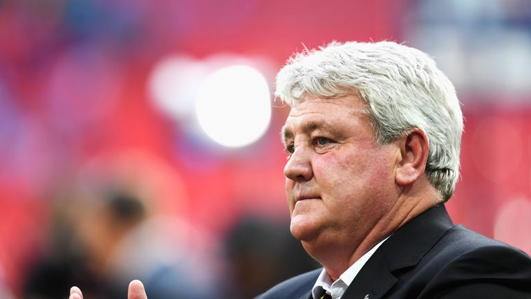 LONDON, ENGLAND - MAY 28:  Steve Bruce, manager of Hull City celebrates after the Sky Bet Championship Play Off Final match between Hull City and Sheffield