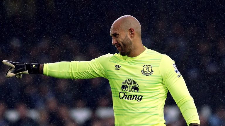Tim Howard feels Everton players have got off lightly amid criticism for Roberto Martinez