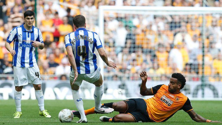 Hull City's midfielder Tom Huddlestone (R) tackles Sheffield Wednesday's English defender Sam Hutchinson (2L) during the English Championship play-oFF