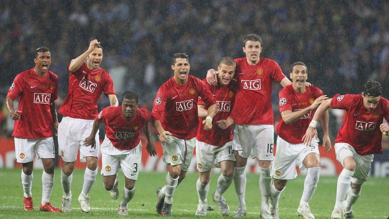 503a37c7a52 Ronaldo (middle) celebrates after Man Utd's penalty shootout win in 2008