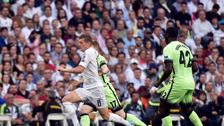 Real Madrid's German midfielder Toni Kroos (L) vies with Manchester City's Ivorian midfielder and captain Yaya Toure (R) and Manchester City's Belgian midf
