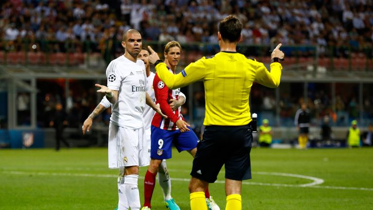 Referee Mark Clattenburg gives Pepe a talking to in the Champions League final