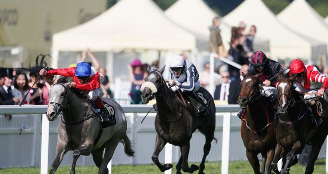 Persuasive (L) came out on top in Wednesday's final race at Royal Ascot
