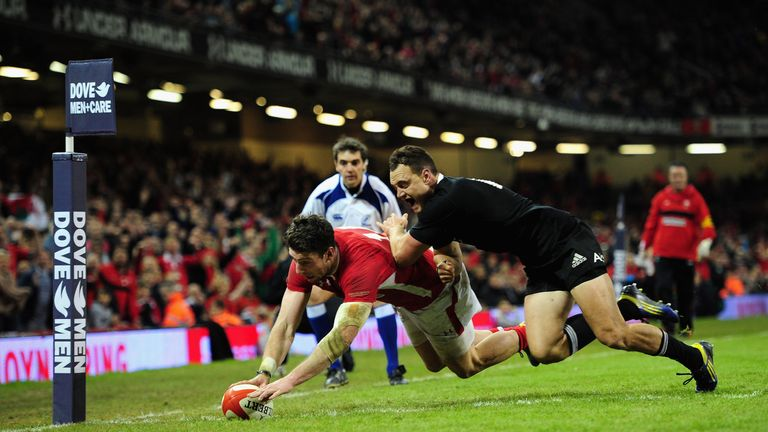 Alex Cuthbert dived in for a consolation score