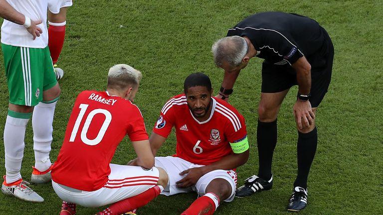 Williams nurses his shoulder injury at the Parc des Princes in Paris