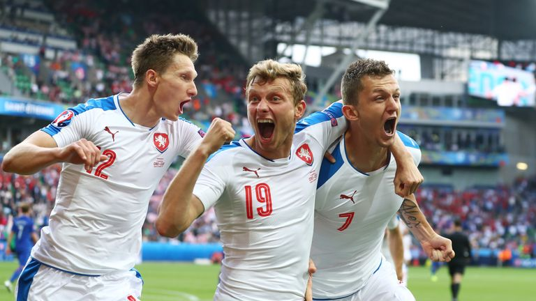 Czech Republic 2 2 Croatia Czechs Fight Back For Draw In Group D