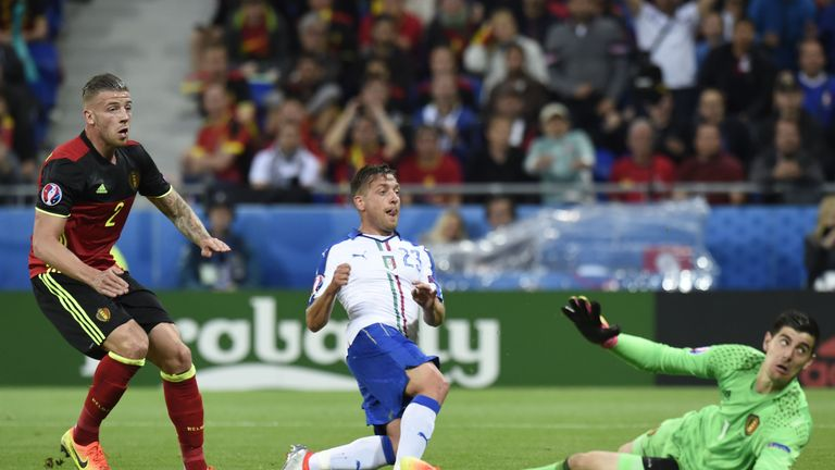 Italy's midfielder Emanuele Giaccherini (C) scores his team's first goal during the Euro 2016 group E football match between Belgium and Italy at the Parc